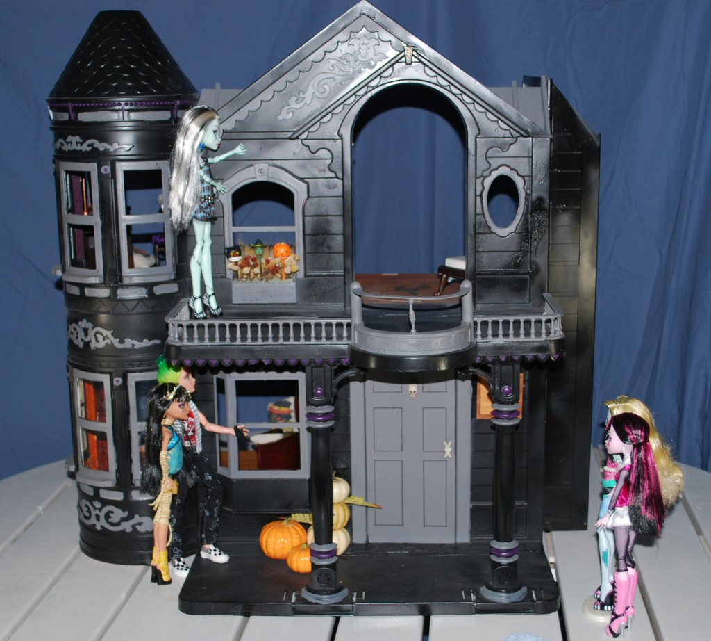 monster-high-dollhouse-2