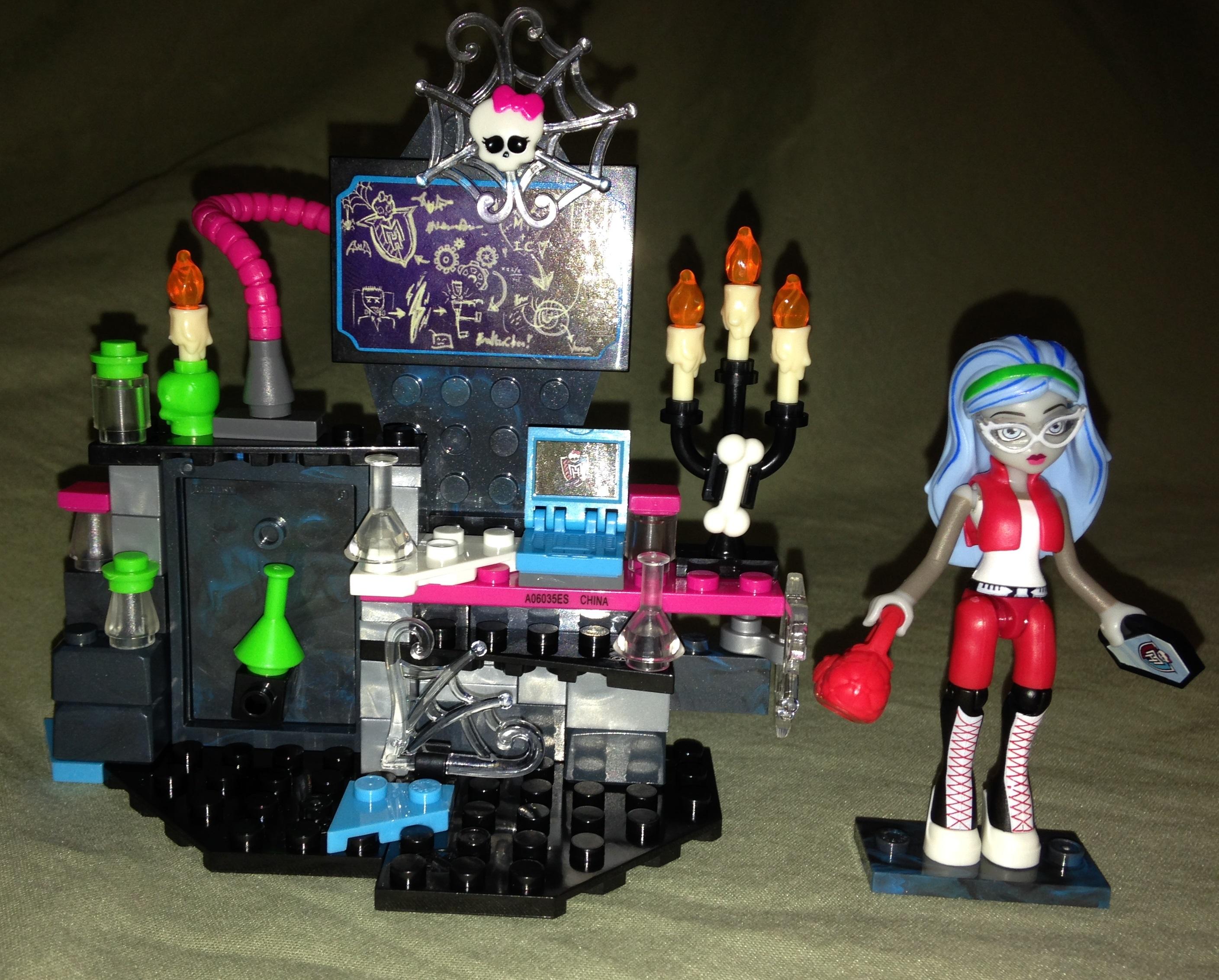 Monster-High_mega-bloks-Ghoulia-Lab