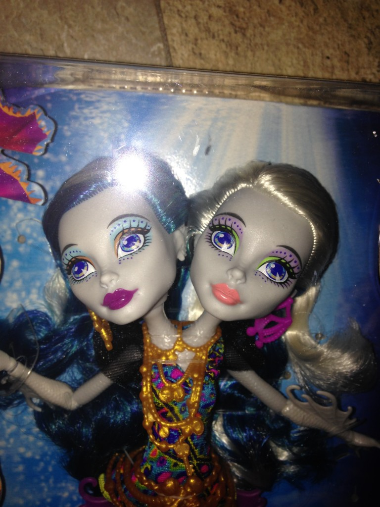 Monster-high-great-scarier-reef-doll-review